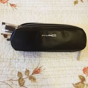 MAC Brushpouch with 8 Brushes
